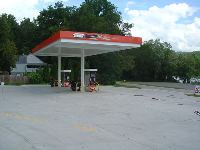 Photo - gas pumps at US 129 HD