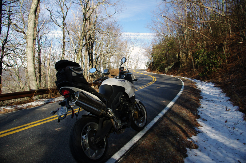 Photo-motorcycle-on-icy-US-276