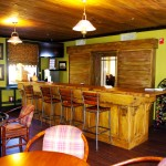 Photo-the-bar-at-the-Tapoco-Lodge