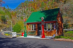 Photo-historic-gas-station-at-Tapoco-Lodge