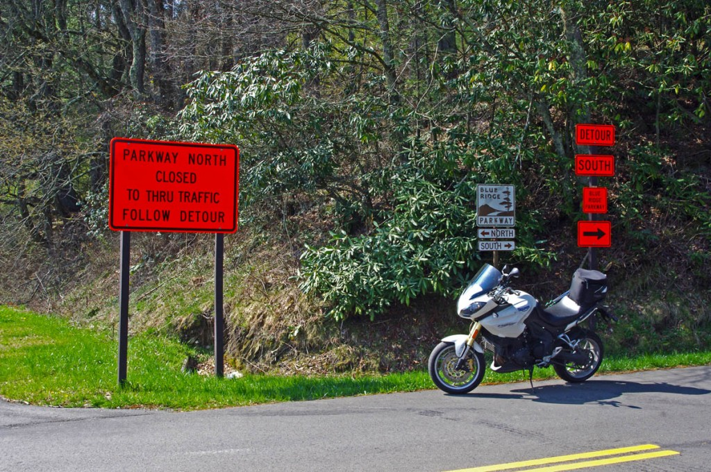 photo-parkway-closed-signs-nc18