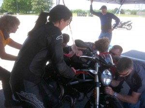 Motorcycle training: Static exercises help riders become more confident at high lean angles